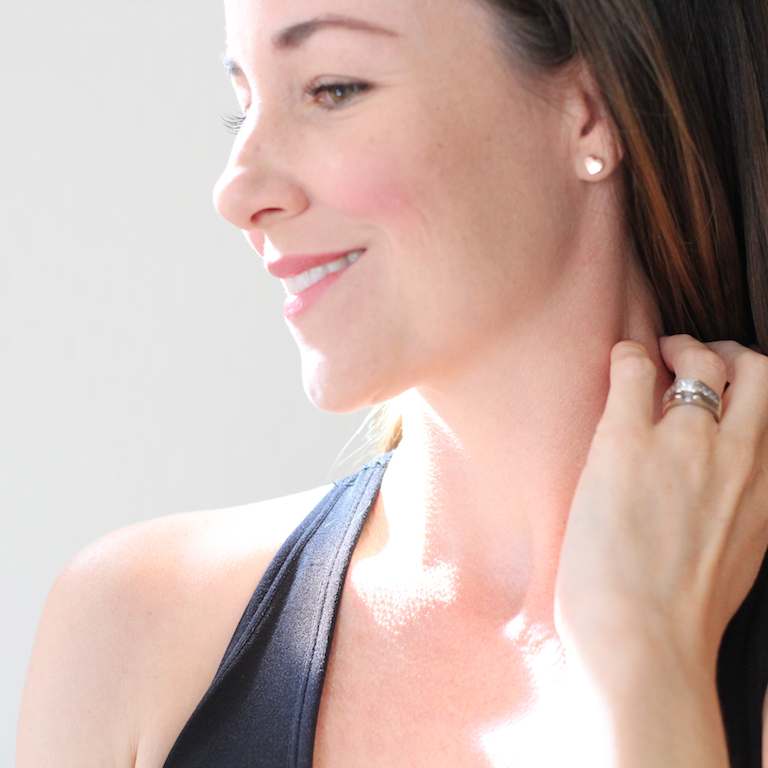 Beautiful minimal jewelry for the everyday mom